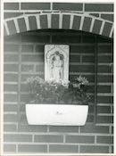 Dongen: Acaciastraat 23: Beeldhouwwerk, 1979