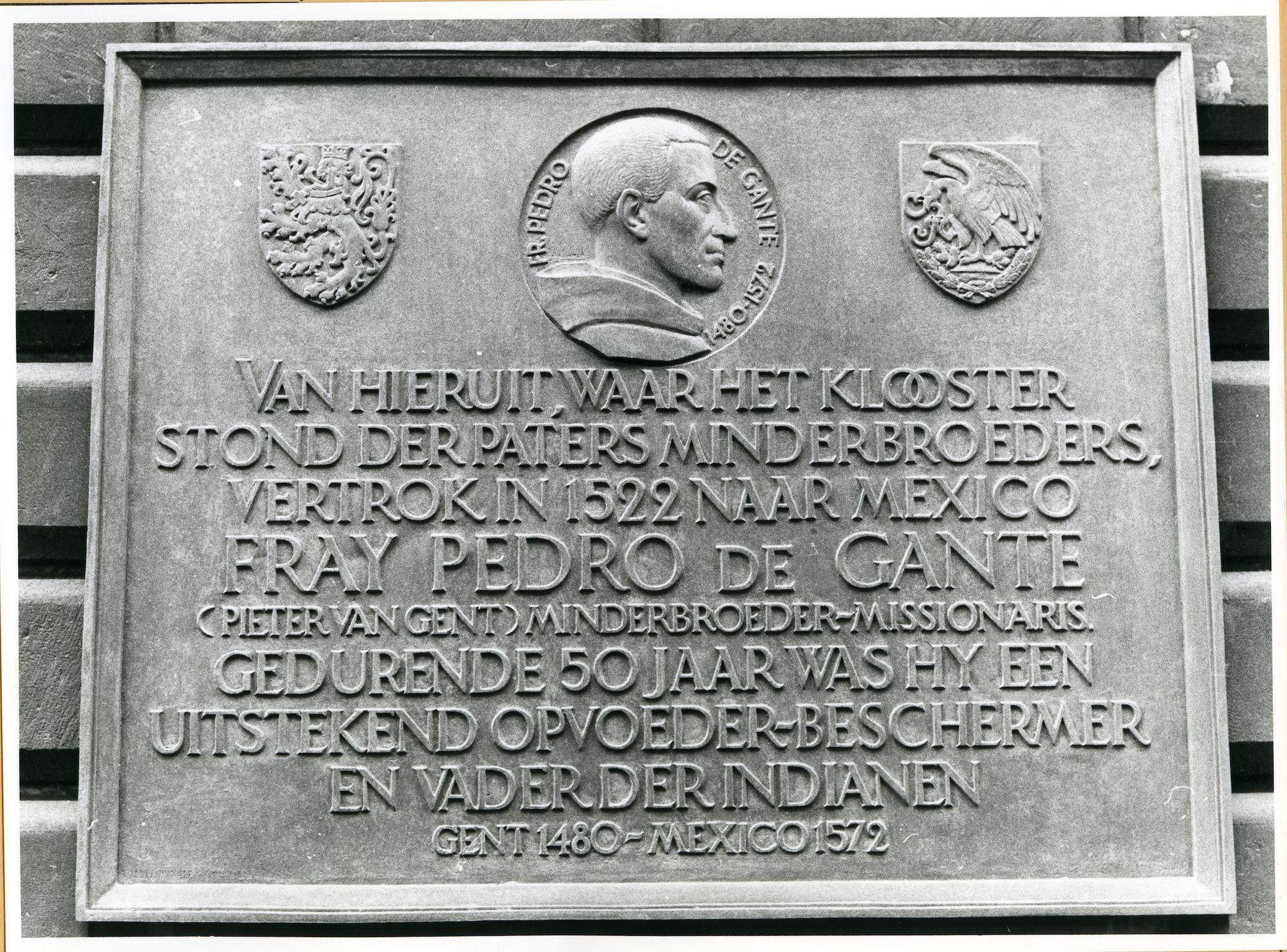 Gent: Koophandelsplein: Justitiepaleis (Gerechtsgebouw): Gedenkplaat Pedro de Gante
