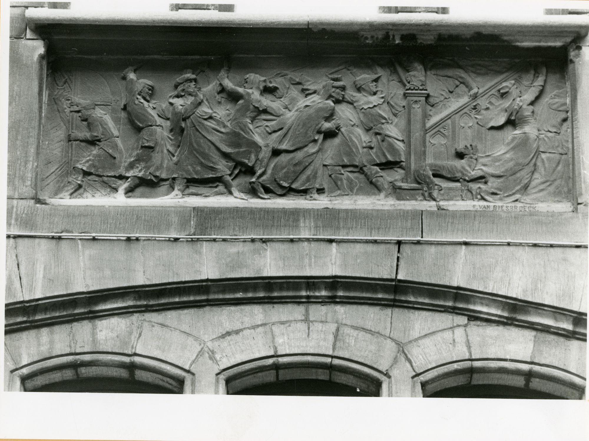 Gent: Belfortstraat 2: reliëf: de moord op Jacob van Artevelde, 1979