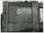 """Gent: Emile Clauslaan: reliëf """"De Vlasoogst"""" naar een schilderij van Emile Claus"""