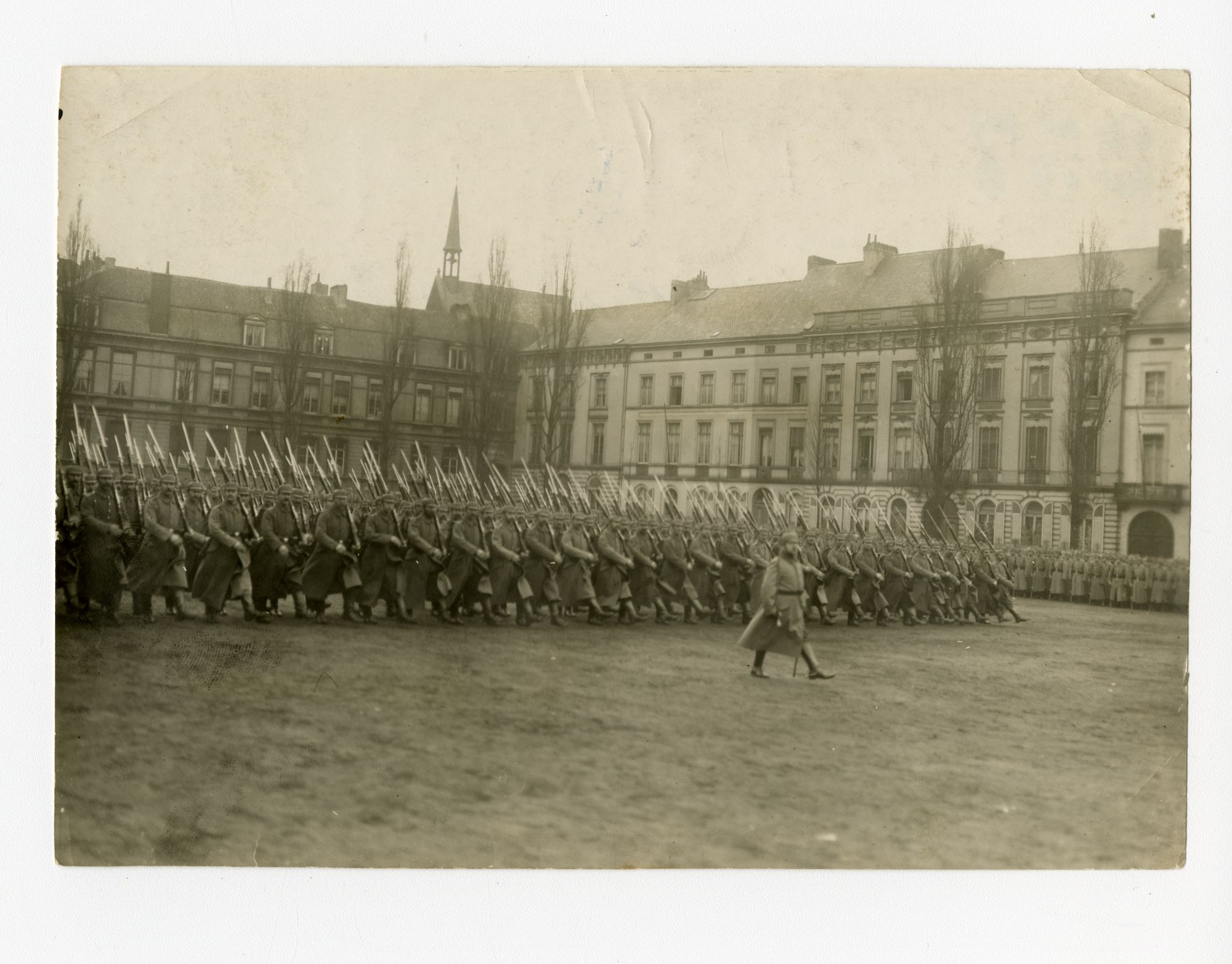 Gent: Sint-Pietersplein: militaire parade voor de verjaardag van de Duitse keizer Wilhelm II, 27 januari 1916