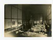 Gent: Korenmarkt 16: Postgebouw: Belgische post: postverdeelcentrum met Duitse militairen, 1915-1916