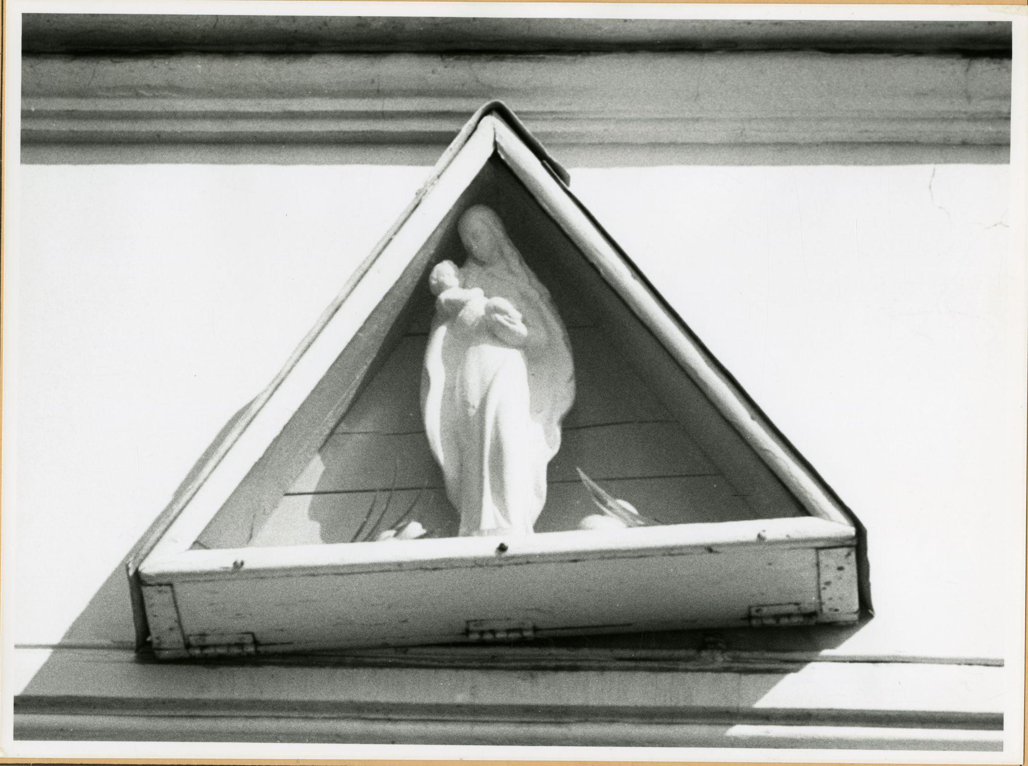 Gent: Blaisantvest 95: gevelkapel: Maria met Kind, 1979