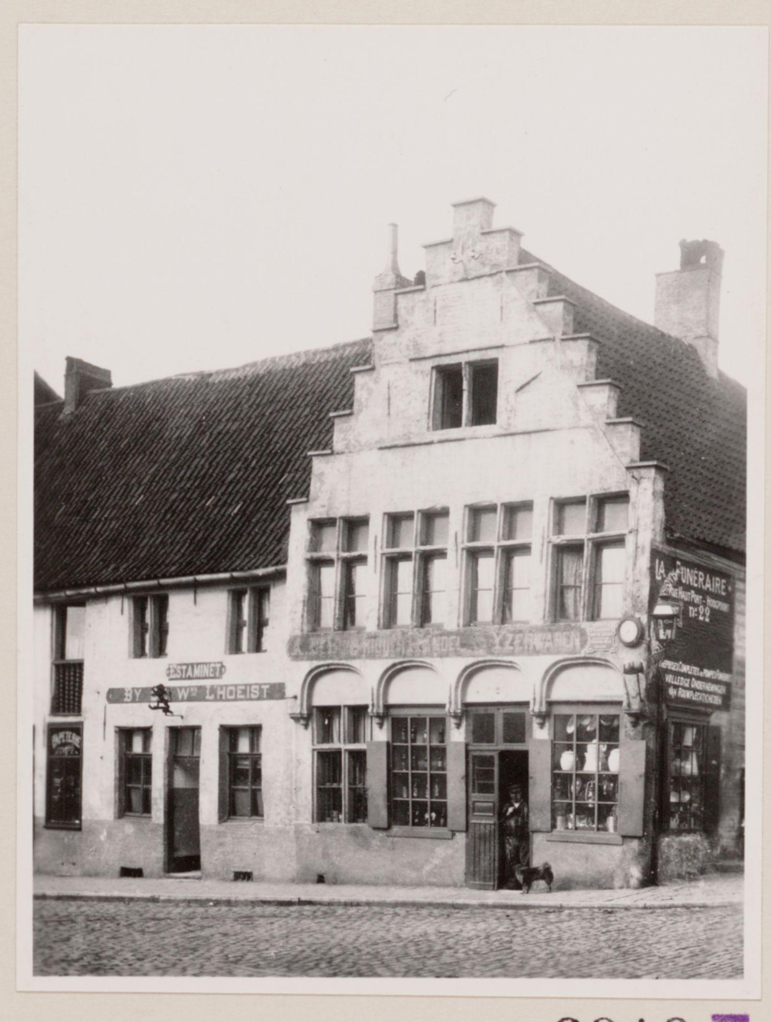 Gent: Een estaminet en een ijzerwarenwinkel in de Overpoortstraat