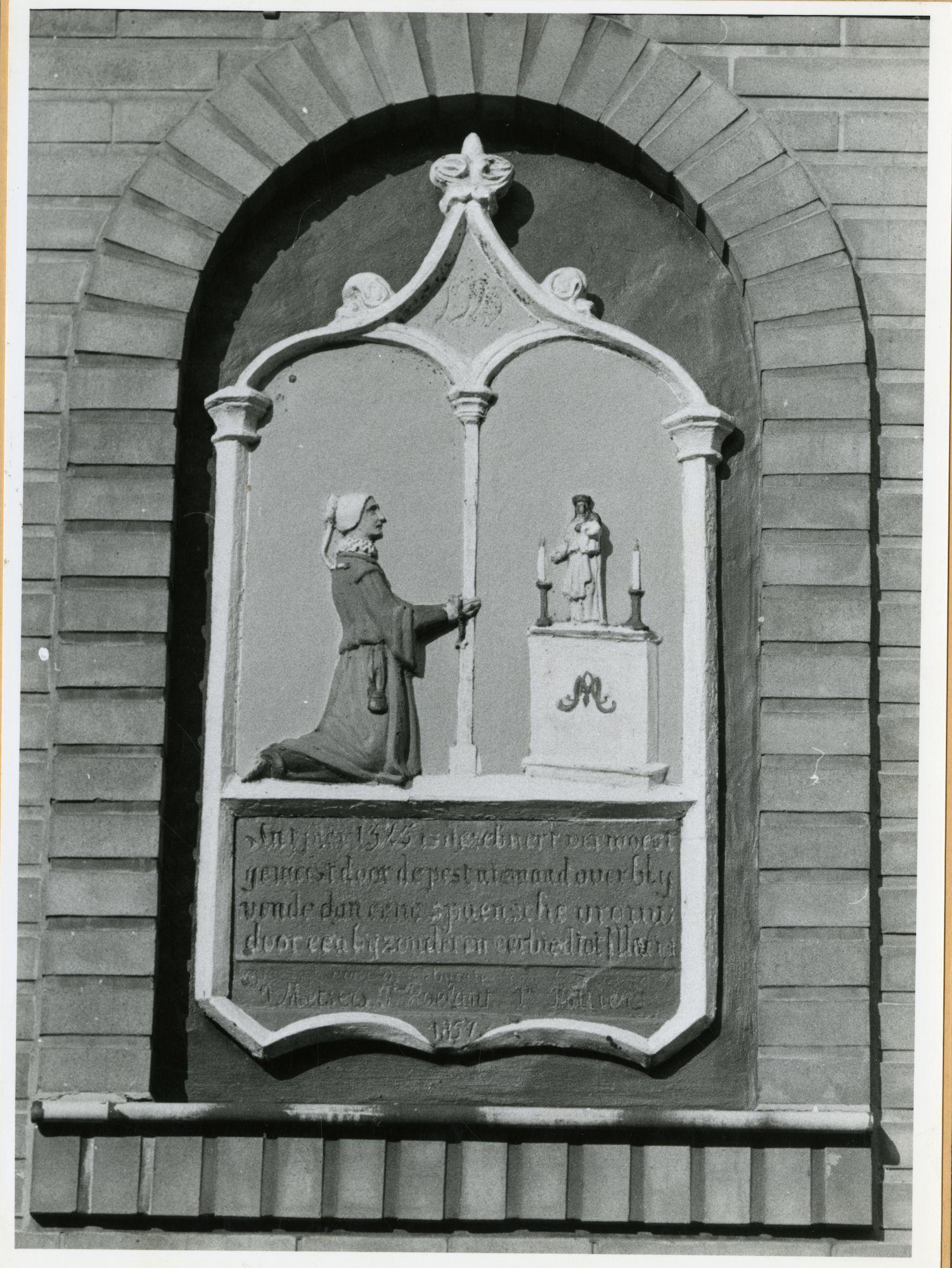 Gent: Brandstraat 26: gedenkplaat: pest 1325