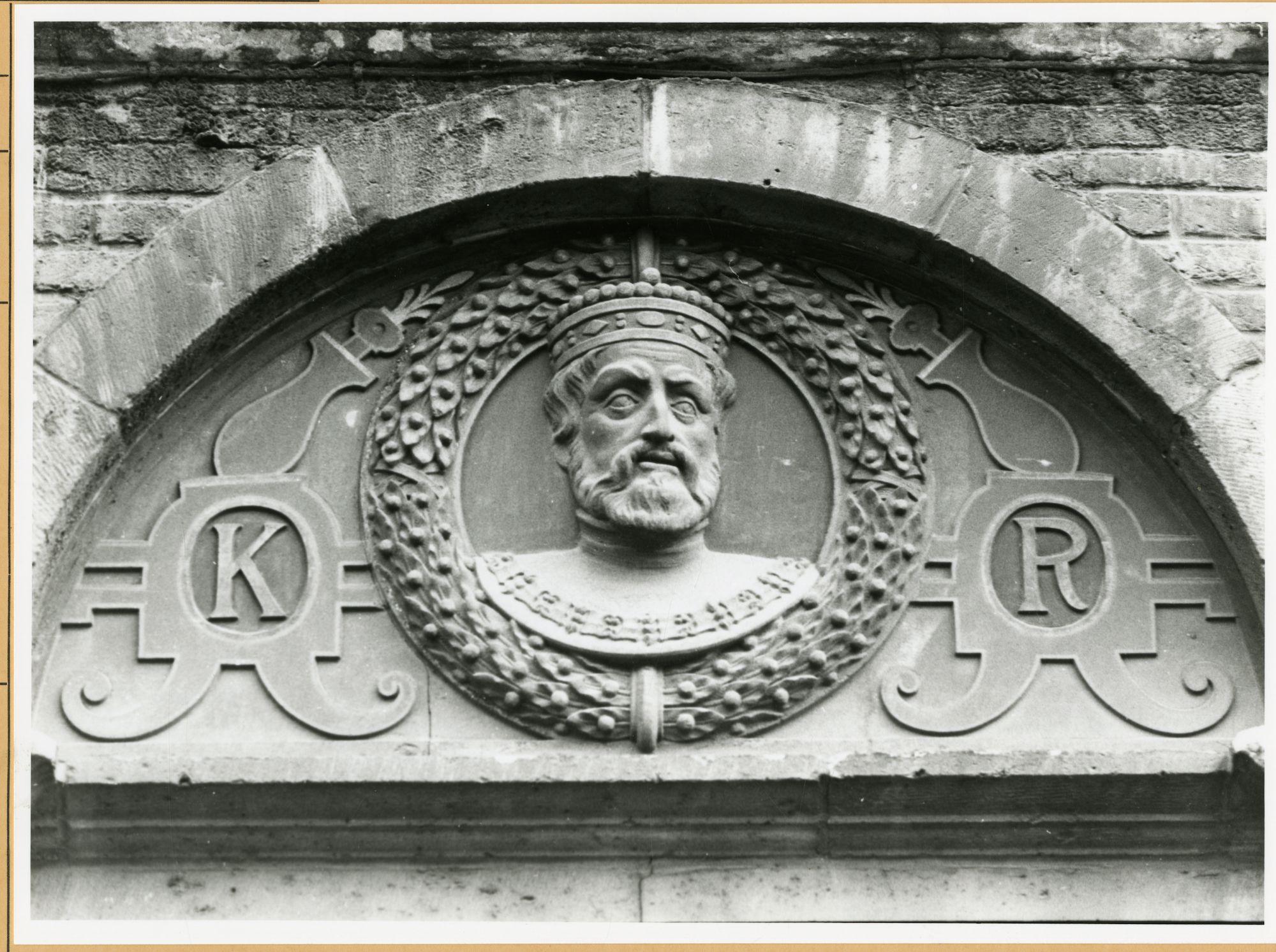 Gent: Burgstraat 4: reliëf: Keizer Karel V