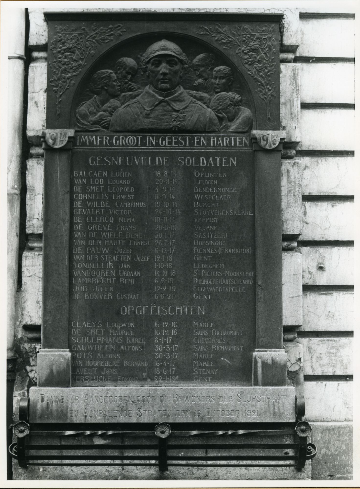 Gent: Sleepstraat 145: Oorlogsgedenkplaat, 1979