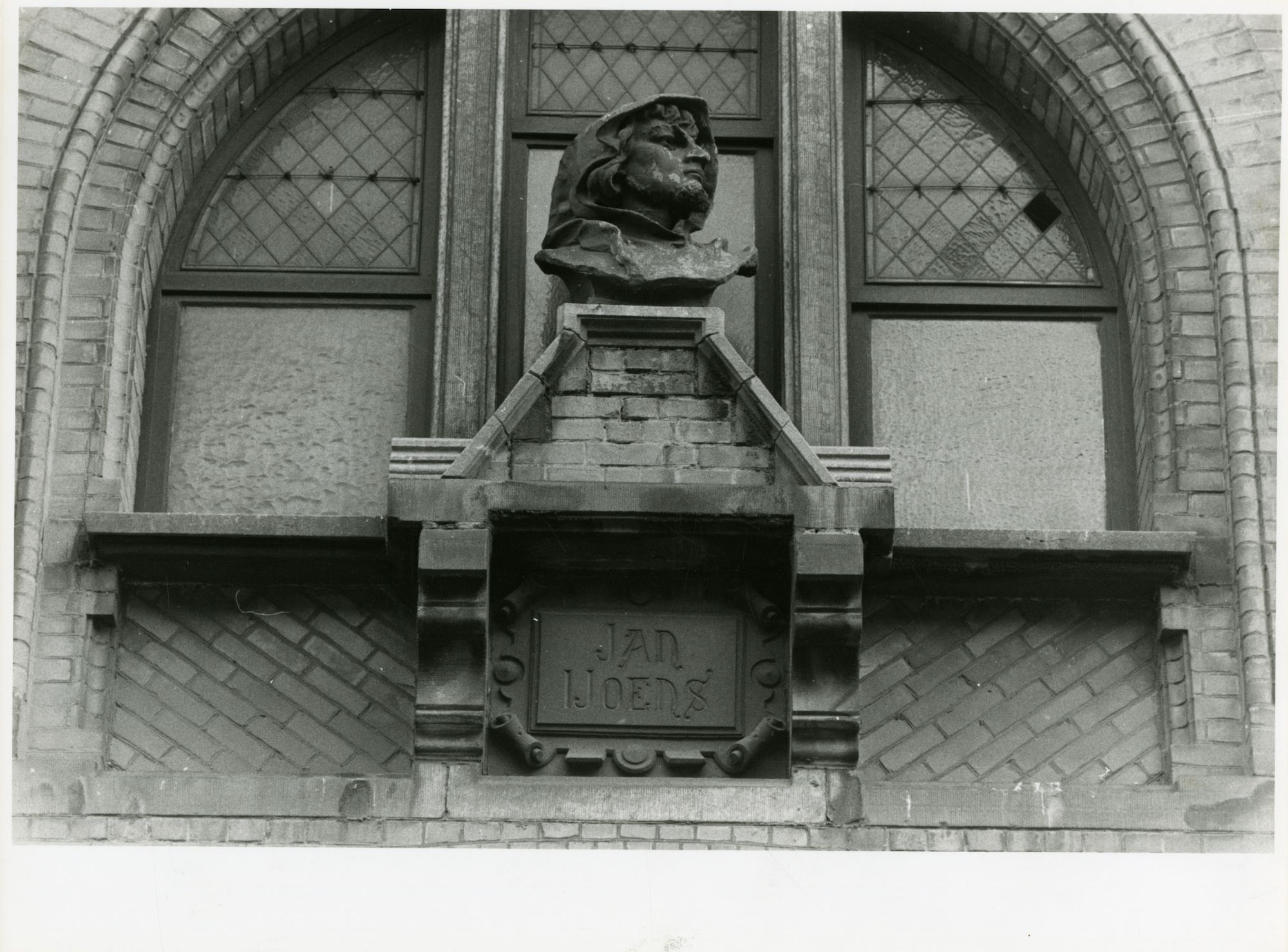 Gent: Belfortstraat: buste: Jan Yoens, 1979