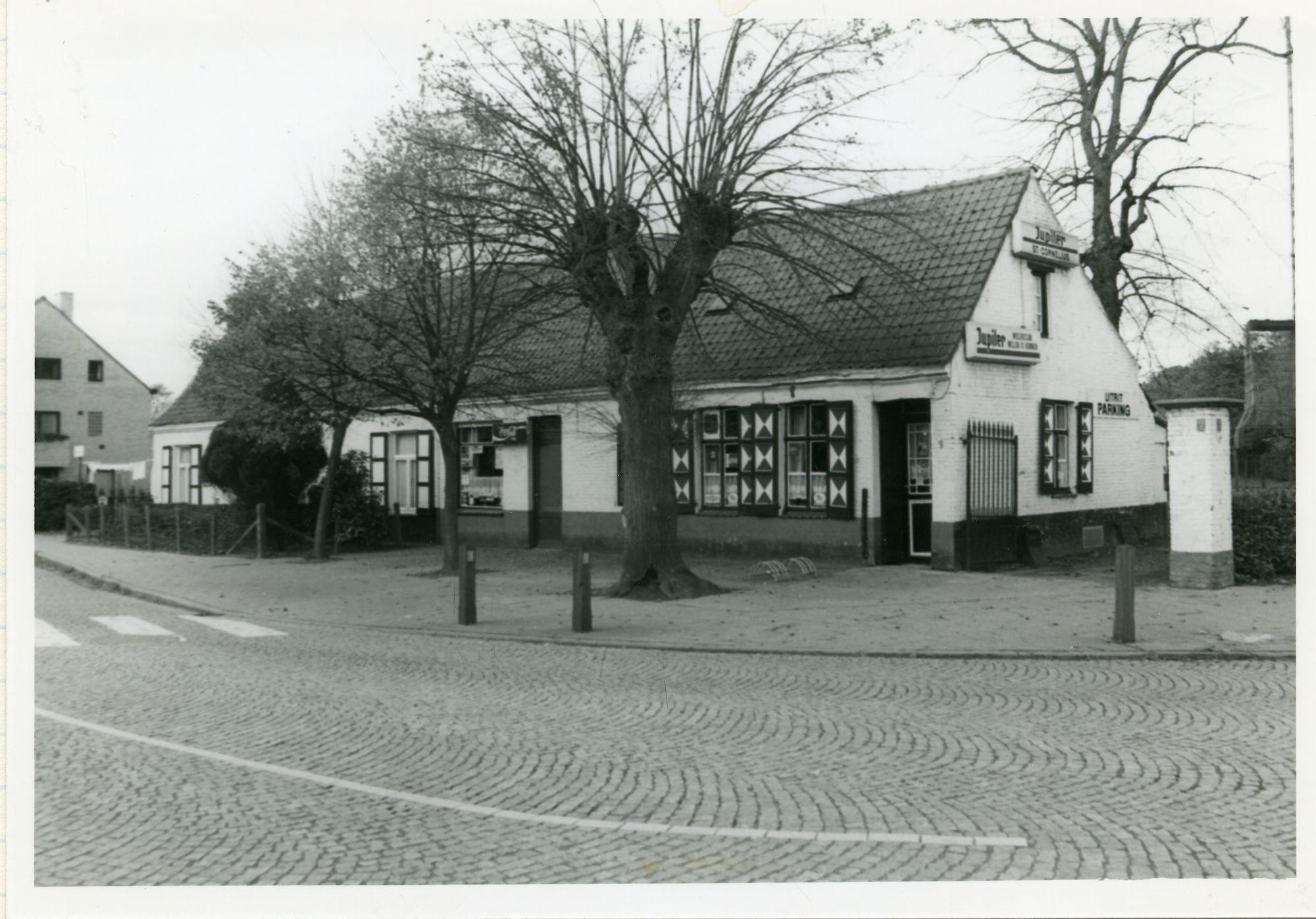 Mariakerke: Mariakerkeplein: café Sint-Cornelius