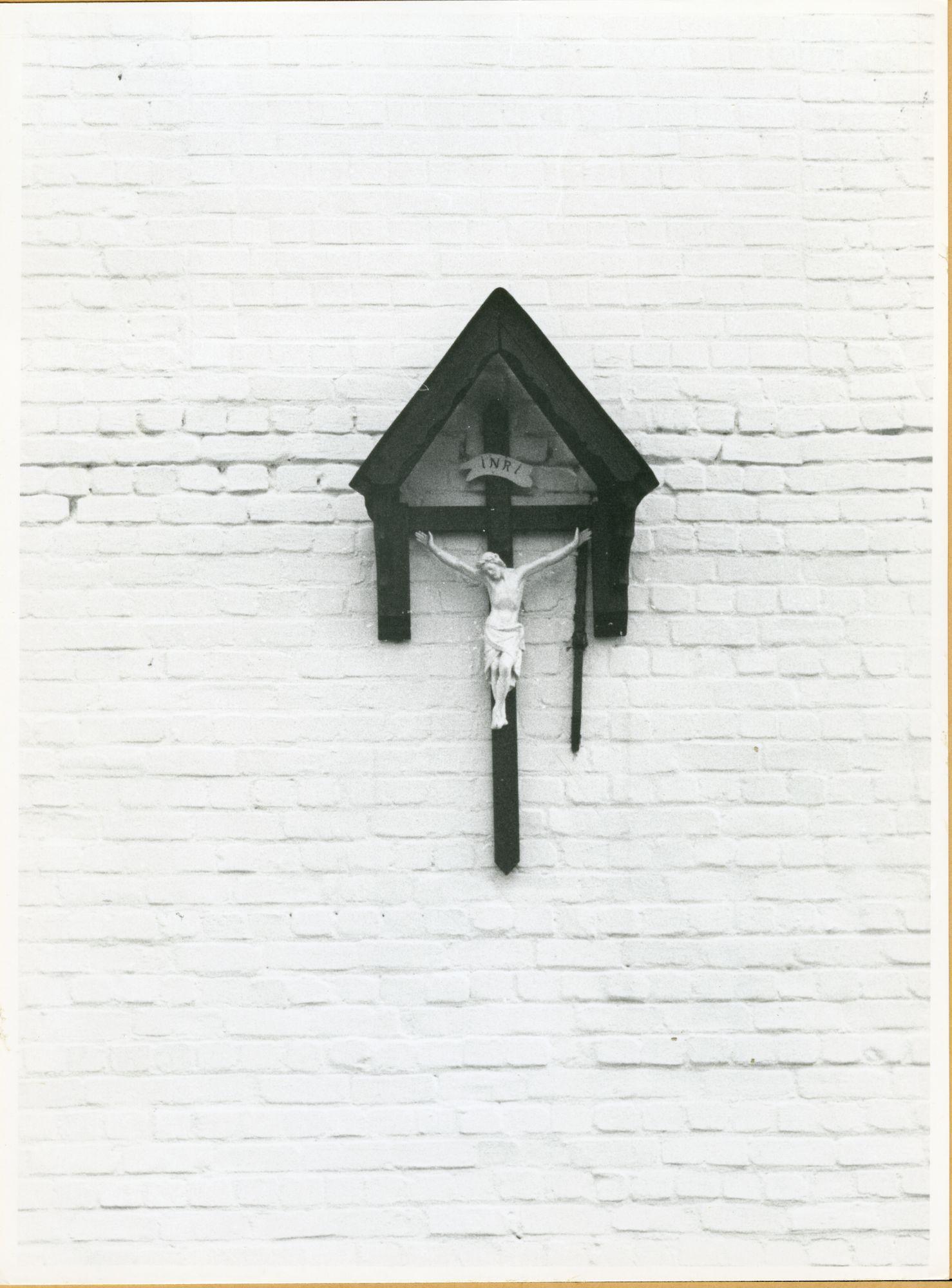 Afsnee: Veurestraat 12: Kruisbeeld, 1979