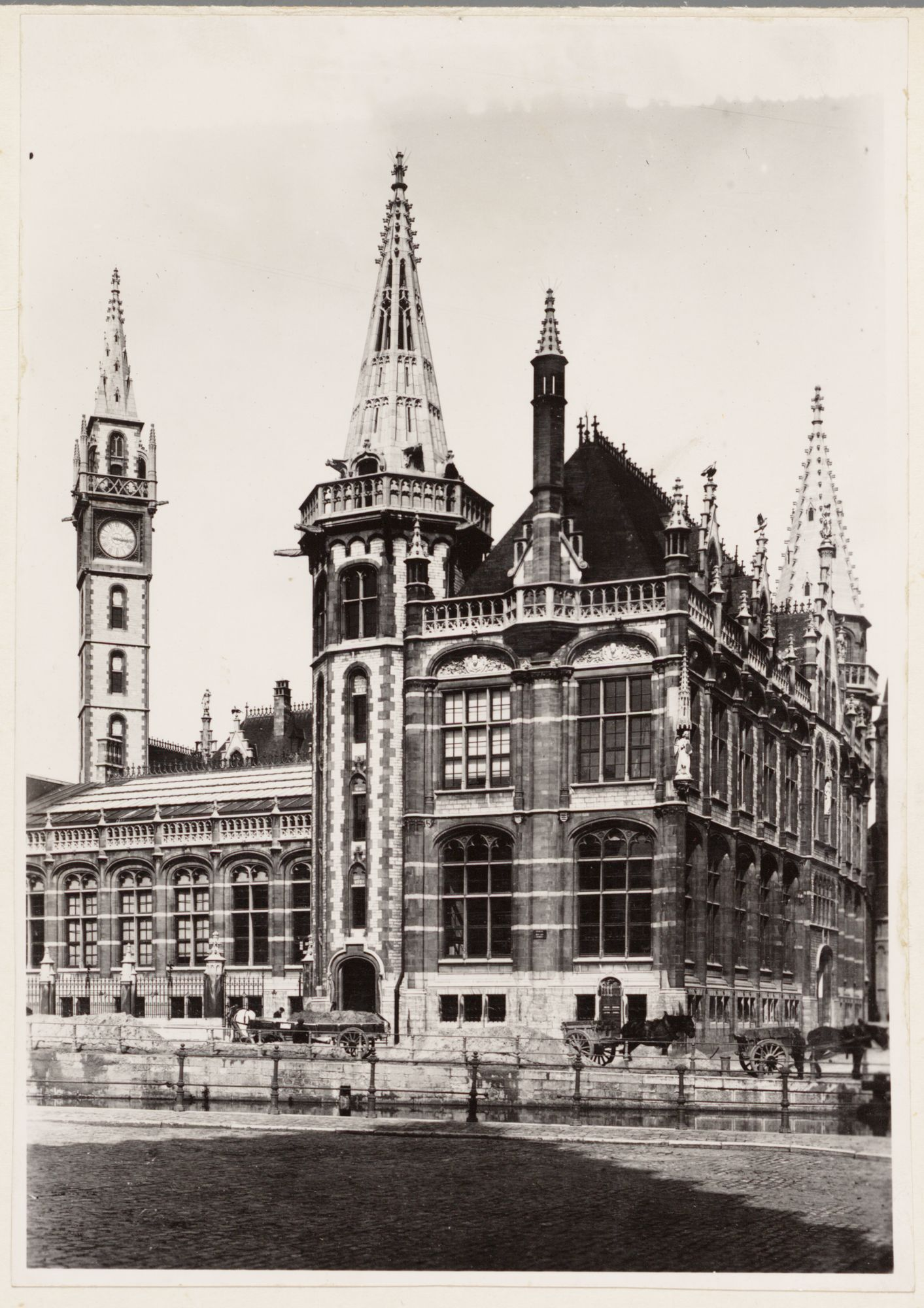 Gent: Achtergevel nieuw postgebouw, Graslei