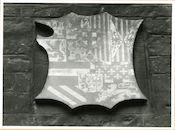 Gent: Hoogpoort: St-Jorishof: Cartouche: wapenschild van Keizer Karel, 1979
