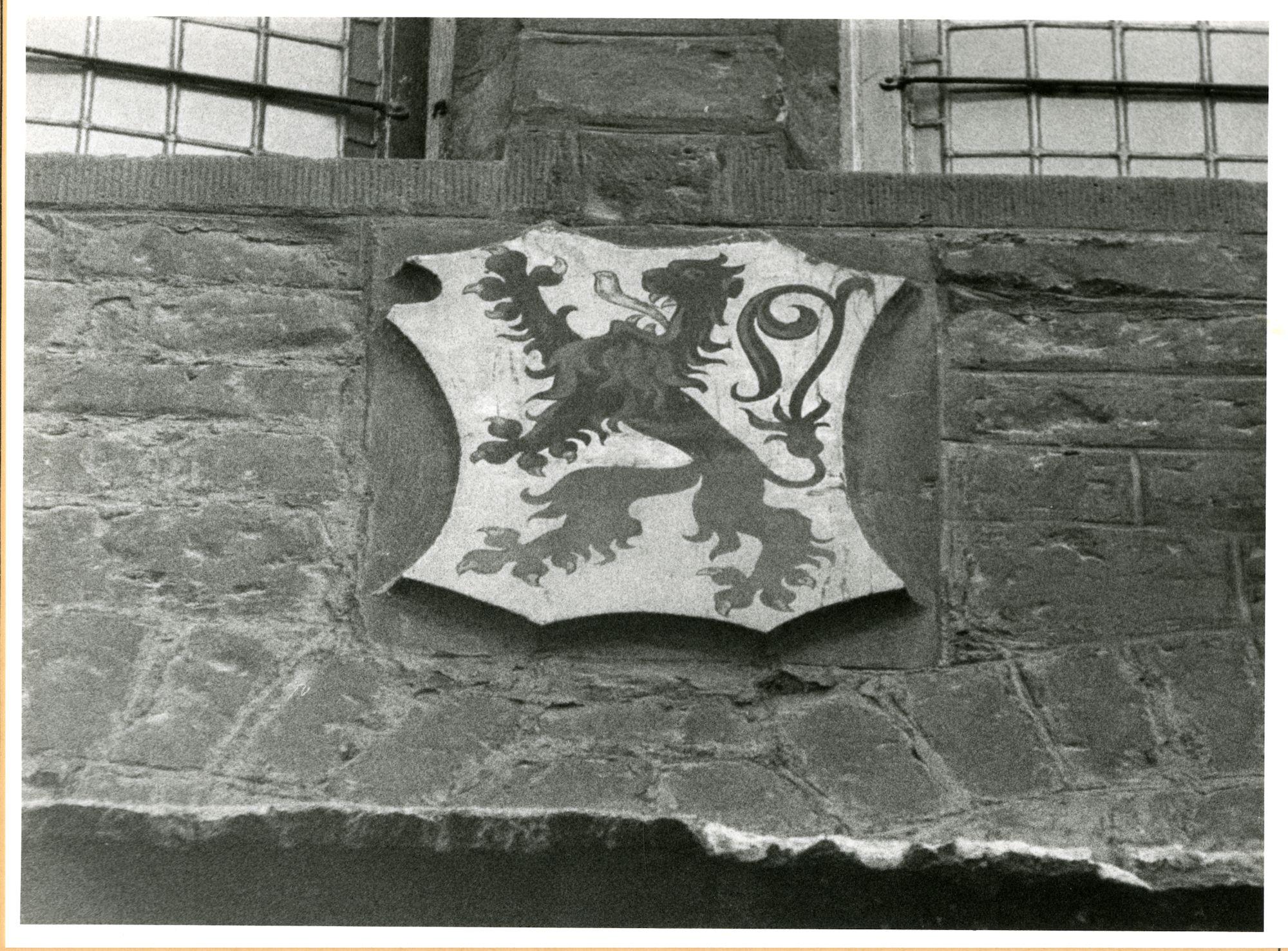 Gent: Hoogpoort: St-Jorishof: Cartouche: wapenschild van Vlaanderen, 1979