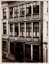 Gent: Detailopname van de reliefs, Hoogpoort 8