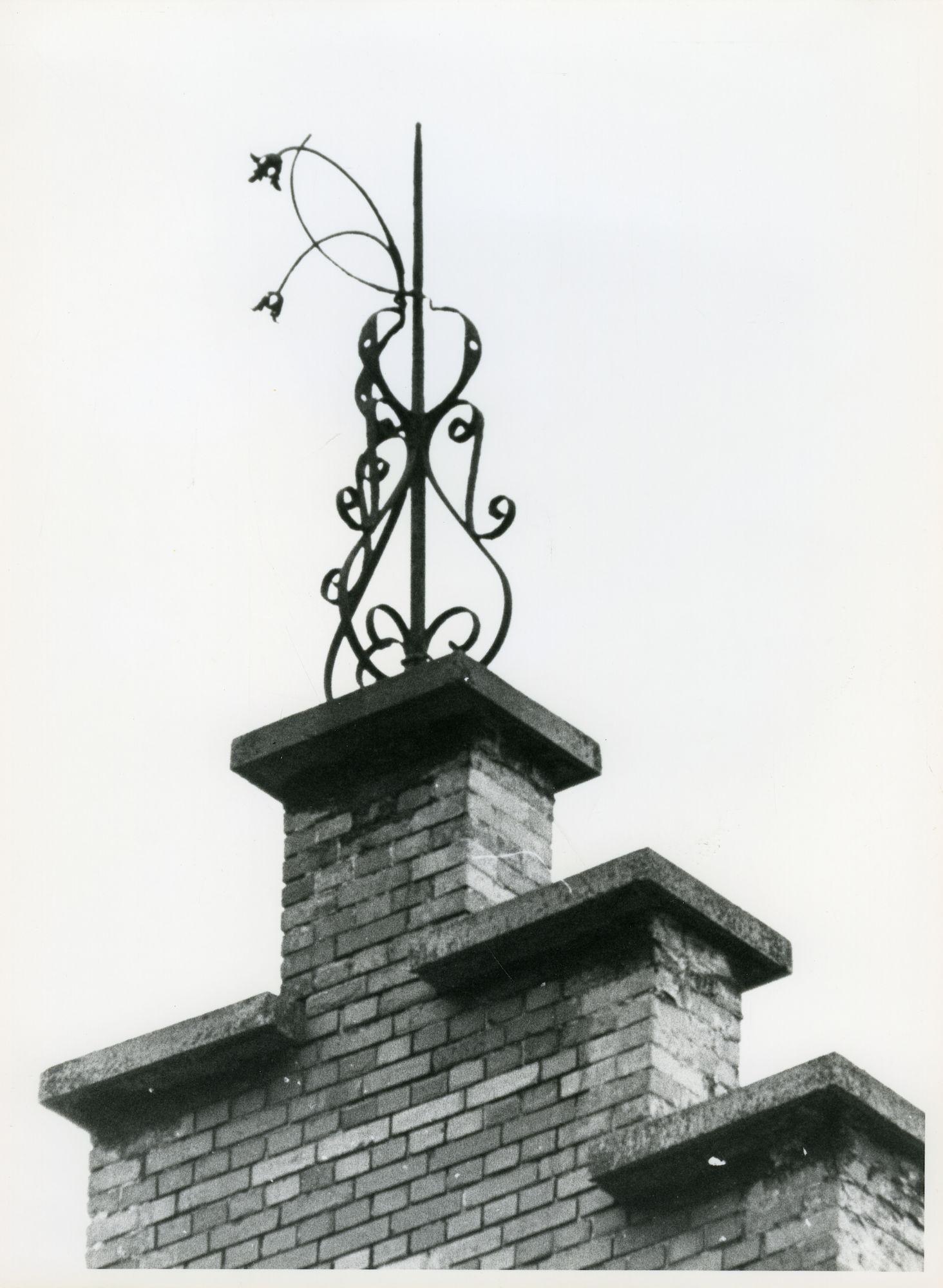 St.-Amandsberg: Bouwmeestersstraat 62: Nokversiering, 1979