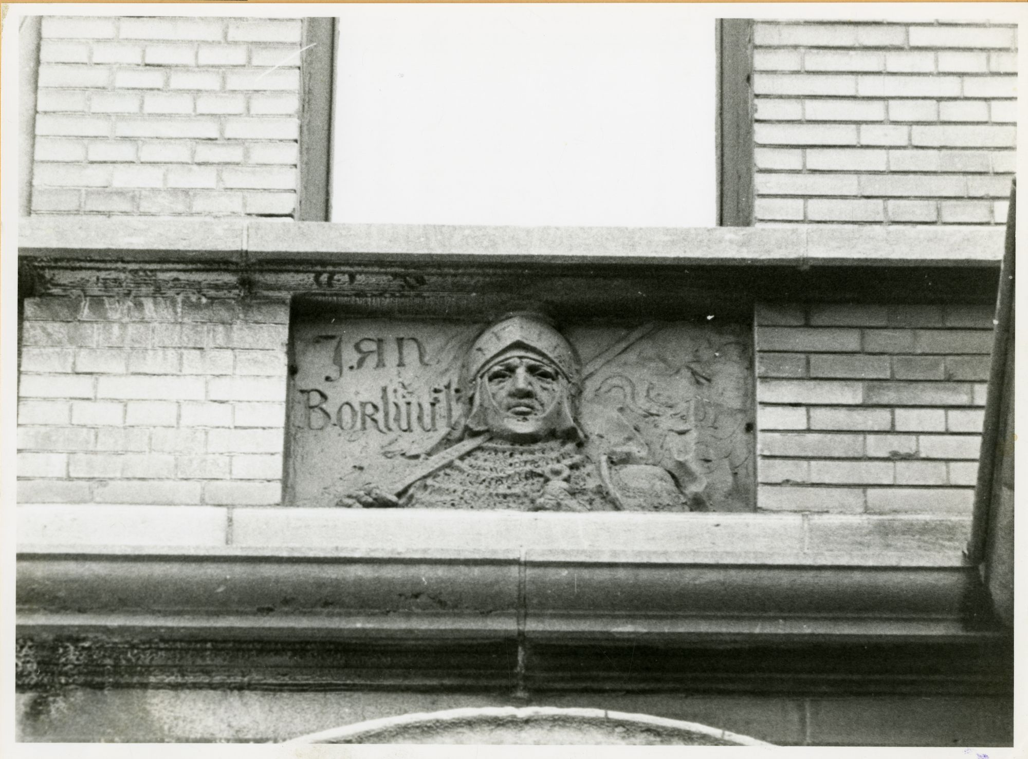 Gent: Belfortstraat 14: reliëf: Jan Borluut, 1979