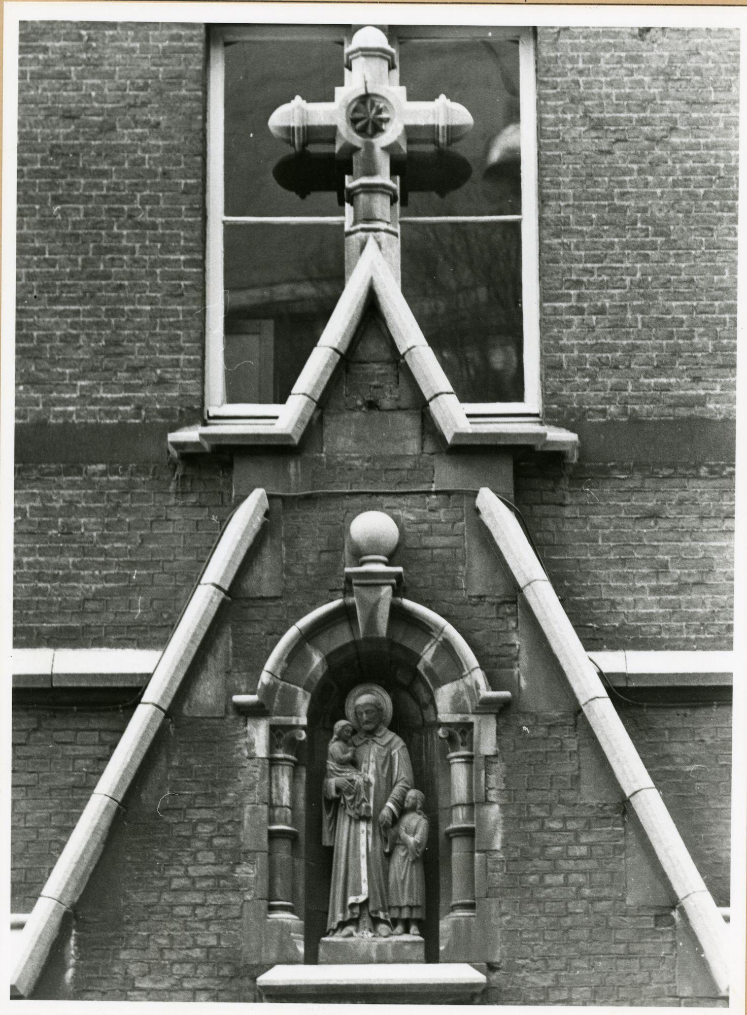Gent: Limburgstraat 12: Gevelbeeld