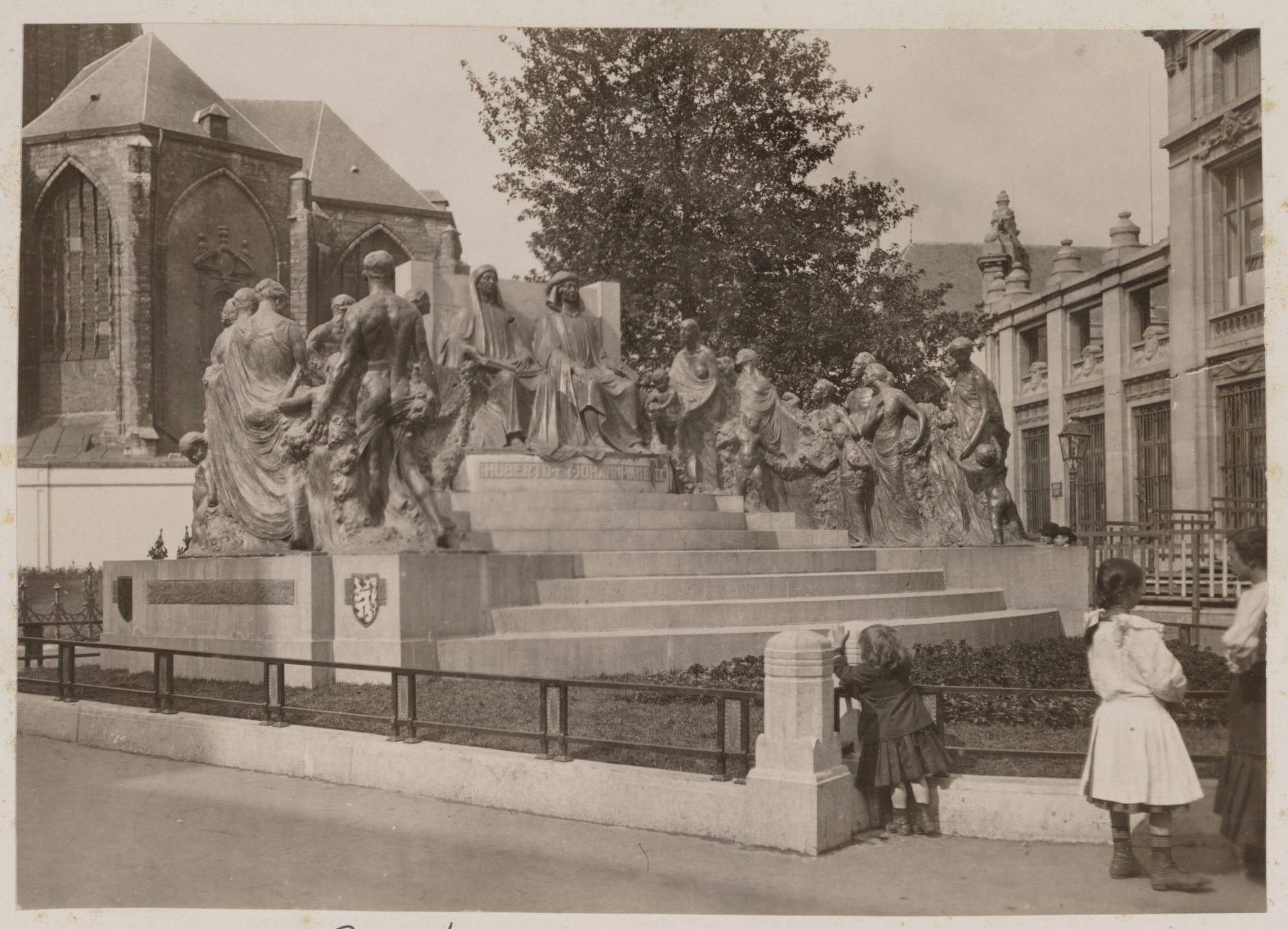 Gent: Monument voor de broers Jan en Hubert Van Eyck door Geo Verbanck