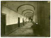 Gent: Antonius Triestlaan 12 / Ekkergemstraat: Militair hospitaal of Krijgsgasthuis, oud Klooster van Deinze (Duits krijgshospitaal): 17de-eeuwse pandgang met Duits personeel en verpleegden, 1915-1916