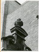 Gent: Fortlaan 50: beeldhouwwerk: siervaas, 1979