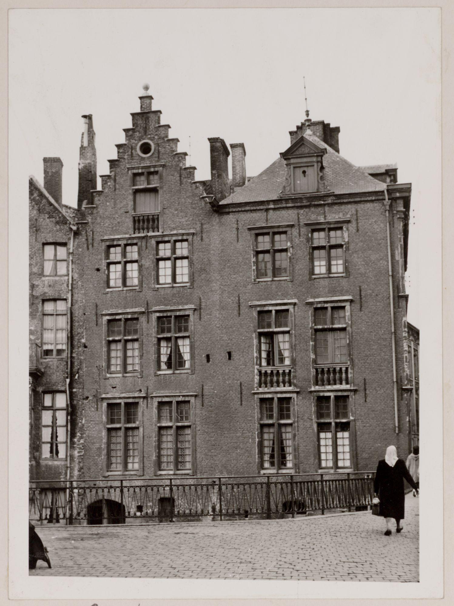Gent: Hoekhuis Jan Breydelstraat en Rekelingestraat, aan de Lieve