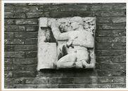 Gent: Henegouwenstraat: Provinciaal Bestuur: reliëfs: symbolen Oost-Vlaanderen, 1979