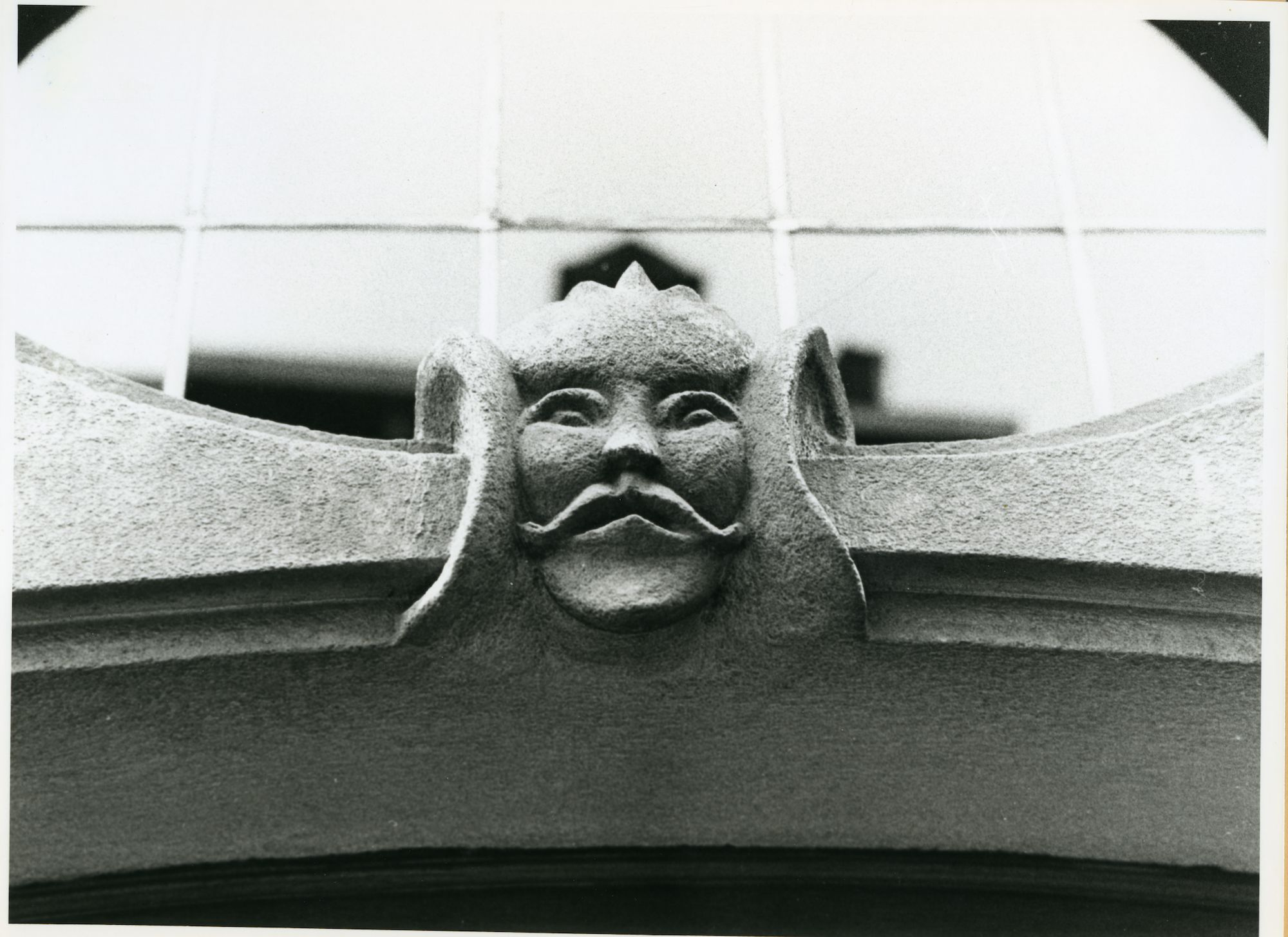 Gent: Steendam 82: Beeldhouwwerk