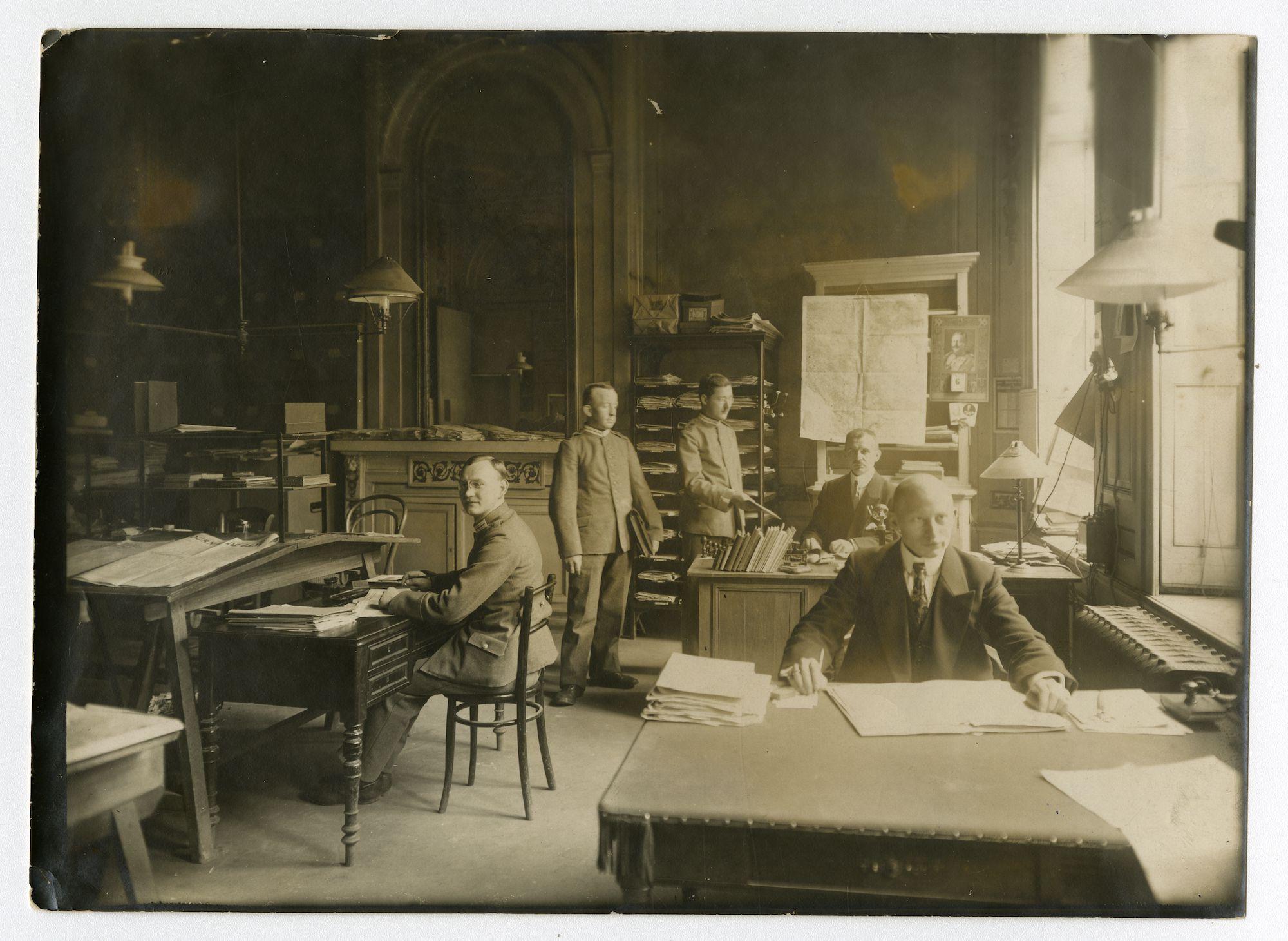 Gent: Koophandelsplein: Justitiepaleis: kantoor van de Zivilverwaltung der Etappen-Inspektion (het burgerlijk bestuur van de etappe-inspectie), 1915-1916