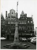 Gent: Sint-Veerleplein: Monument: zuil Sire Van Maldegem
