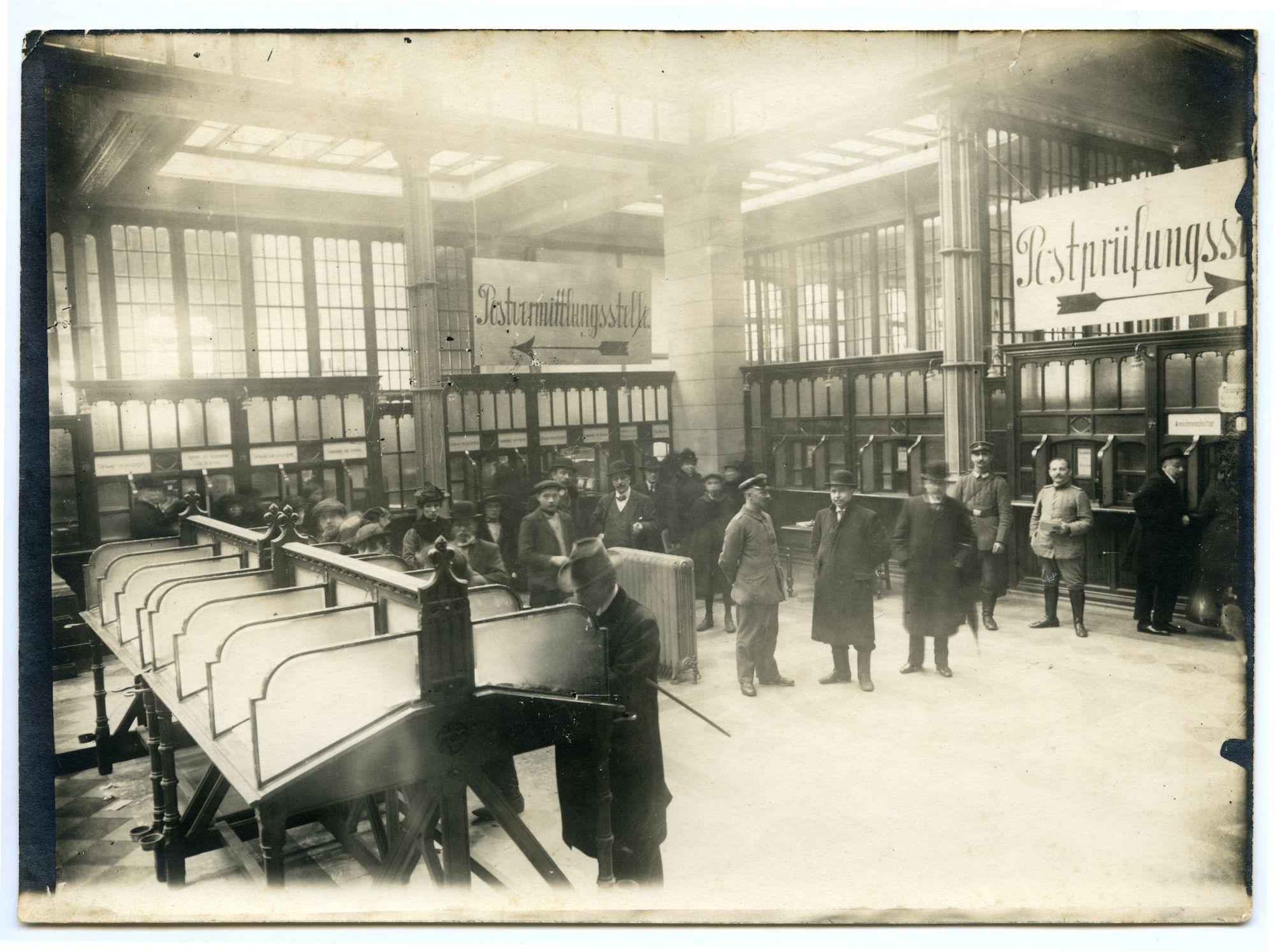 Gent: Korenmarkt 16: Postgebouw: Belgische post: lokettenzaal, 1915-1916