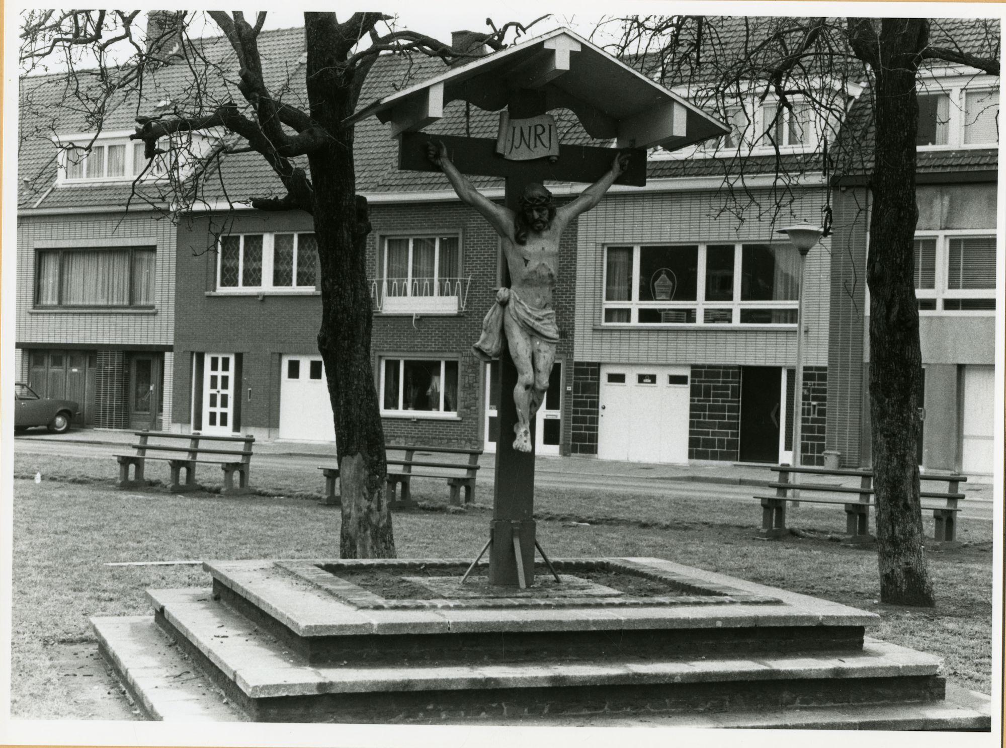 Gent: Charles de l'Epéeplein: kruis van Rooigem, 1979