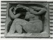 Gent: Bevrijdingslaan 49: reliëf: badende vrouw, 1979