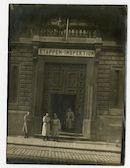 Gent: Koophandelsplein: oostzijde van het Justitiepaleis: ingang van de Etappen-Inspektion (etappe-inspectie), tegenover de Schouwburgstraat, 1915-1916