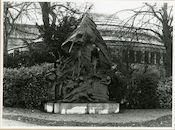 Gent: Hofbouwlaan: monument voor Edmond Van Beveren door Jules van Biesbroeck