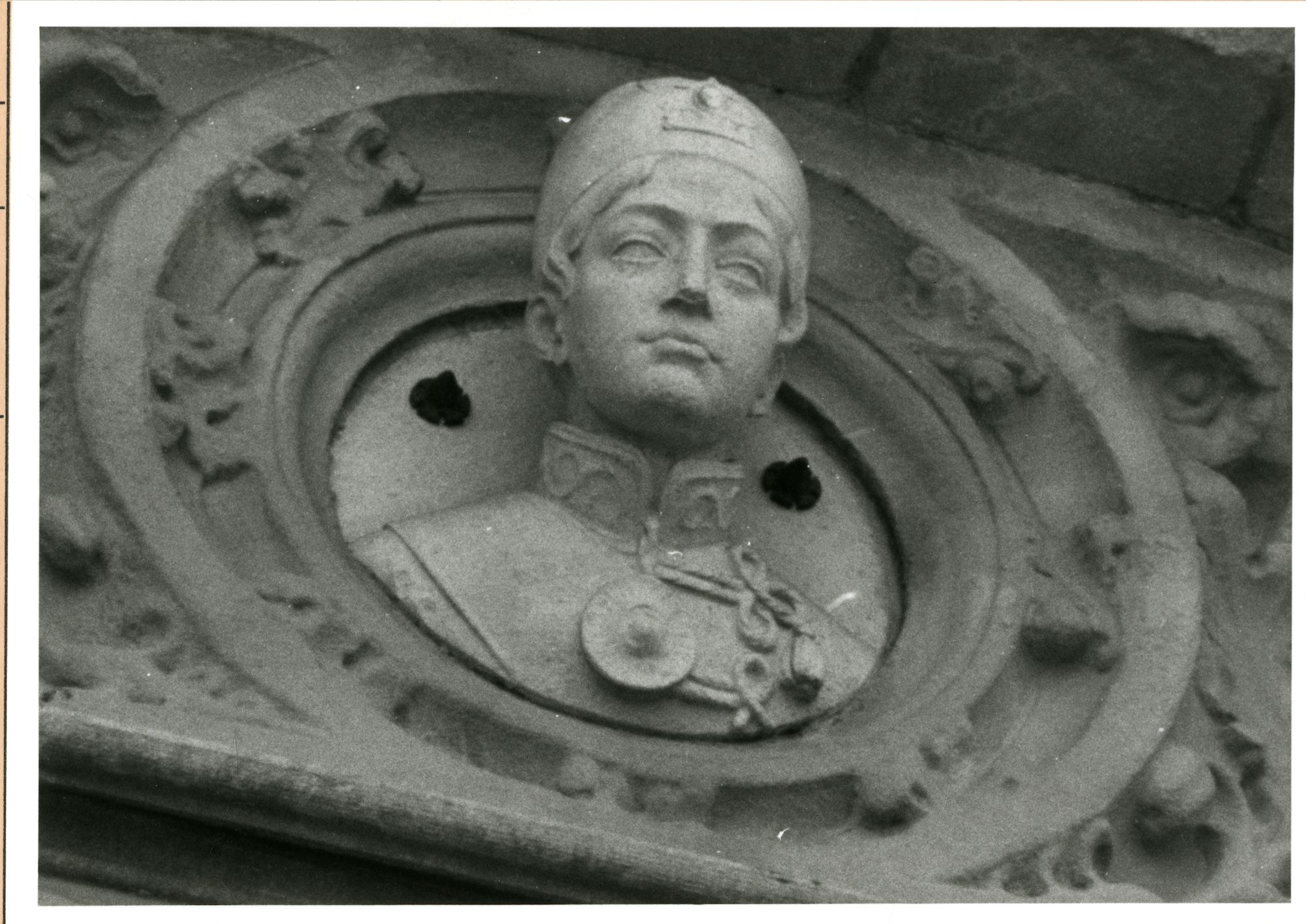 Gent: Graslei: Postgebouw: buste: Ahmad Mirza,1980
