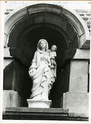 Gent: Ekkergemstraat 147: Gevelbeeld: Maria met kind, 1979