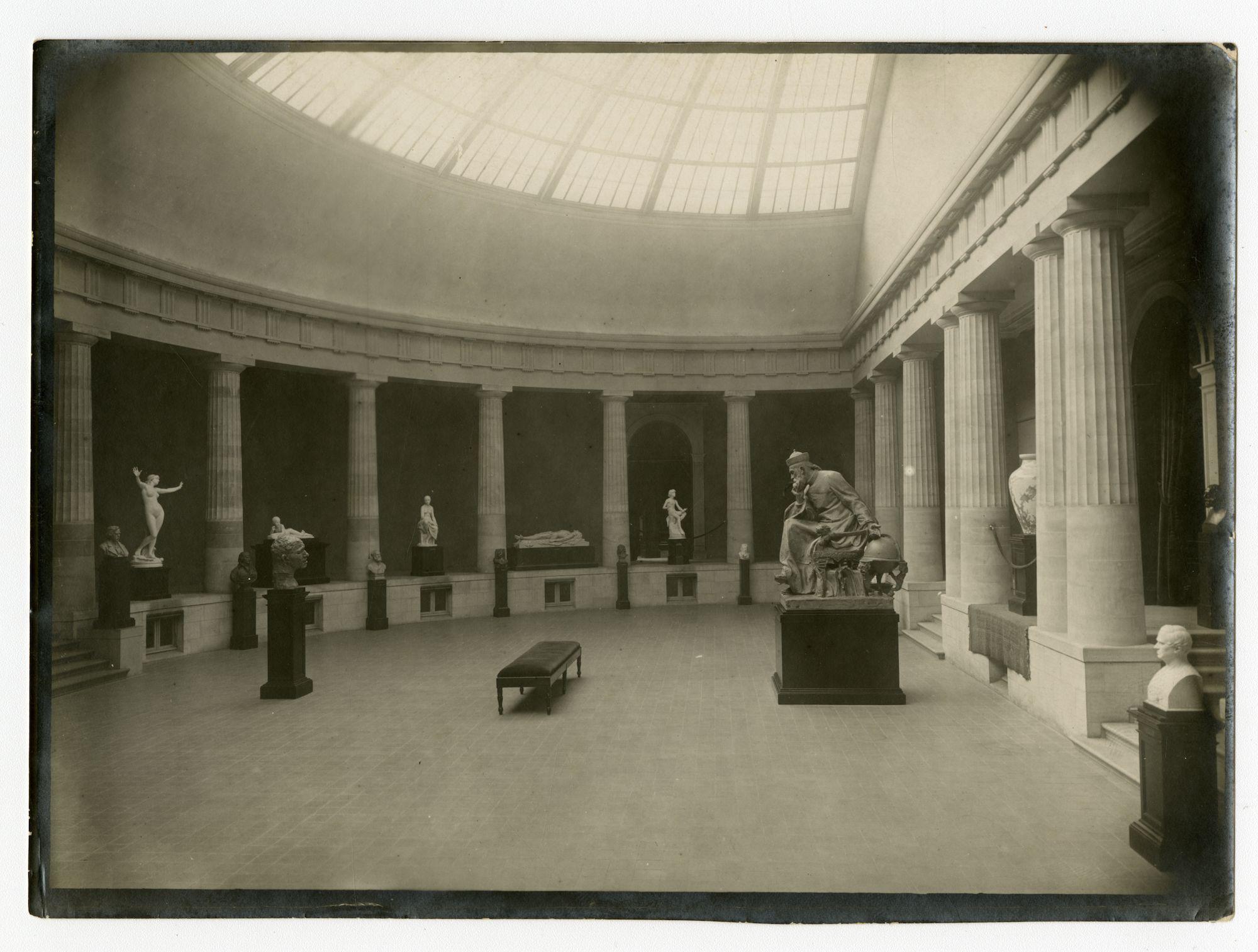 Gent: Fernand Scribedreef: Museum voor Schone Kunsten (MSK): binnenzicht, 1915-1916