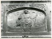 Gent: Biezekapelstraat 8: reliëf: maagd van Gent, 1979