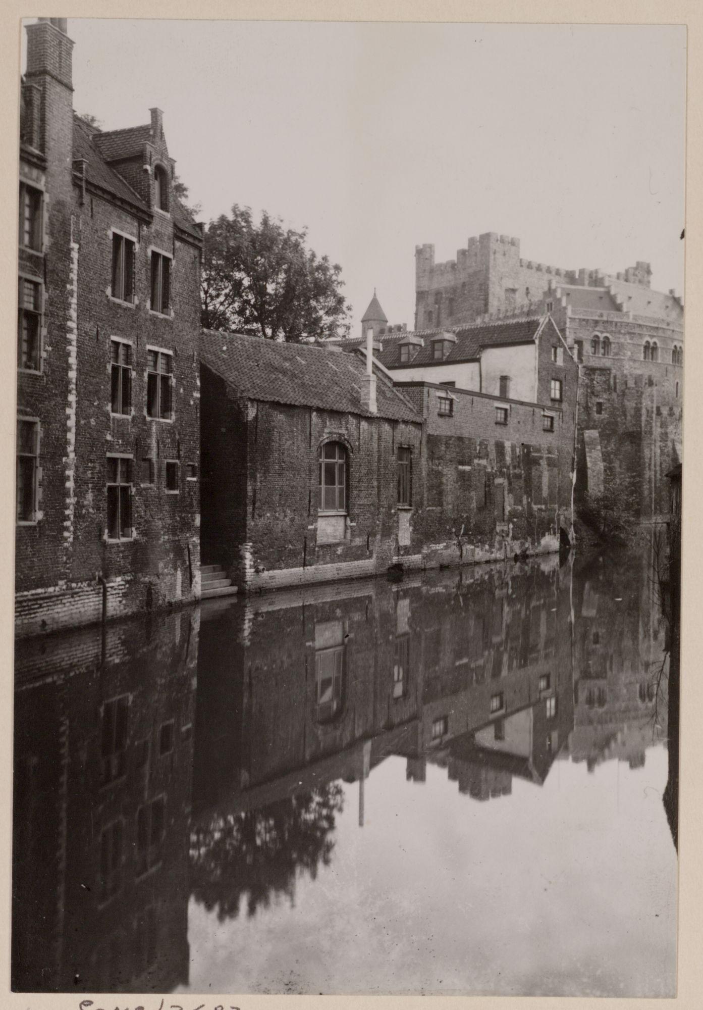 Gent: Zicht op het Gravensteen vanaf de Lieve