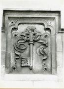 Gent: Graslei: Postgebouw: reliëf: sleutel, 1979