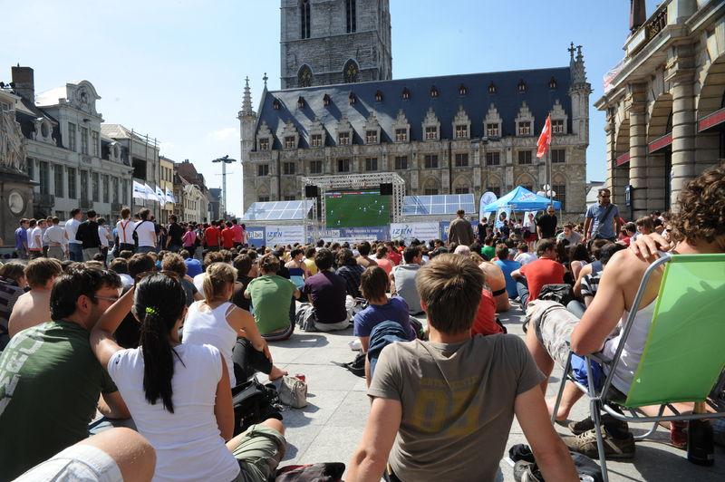 20100616_WK_voetbal_groot_scherm_Sint-Baafspleion.JPG