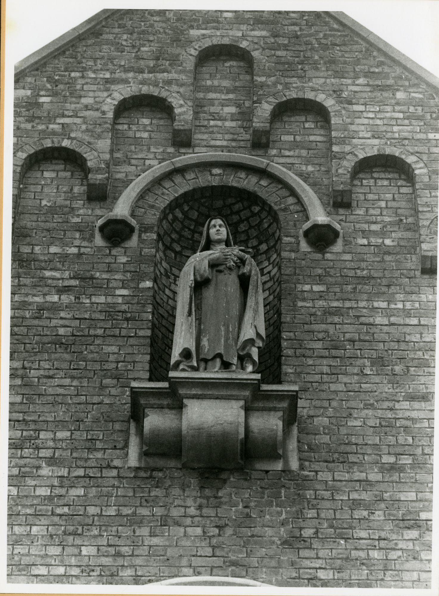 Gent: Boomstraat: Sint-Theresiakerk: Nisbeeld: Heilige Theresia van het Kind Jezus, 1979