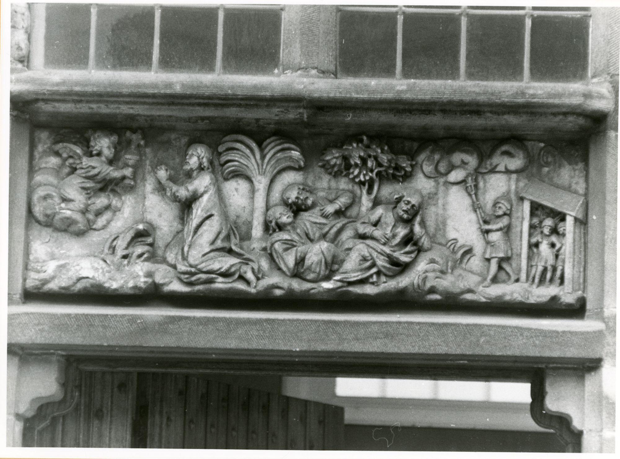 Gent: Begijnhofdries 9: reliëf: Christus op de Olijfberg, 1979