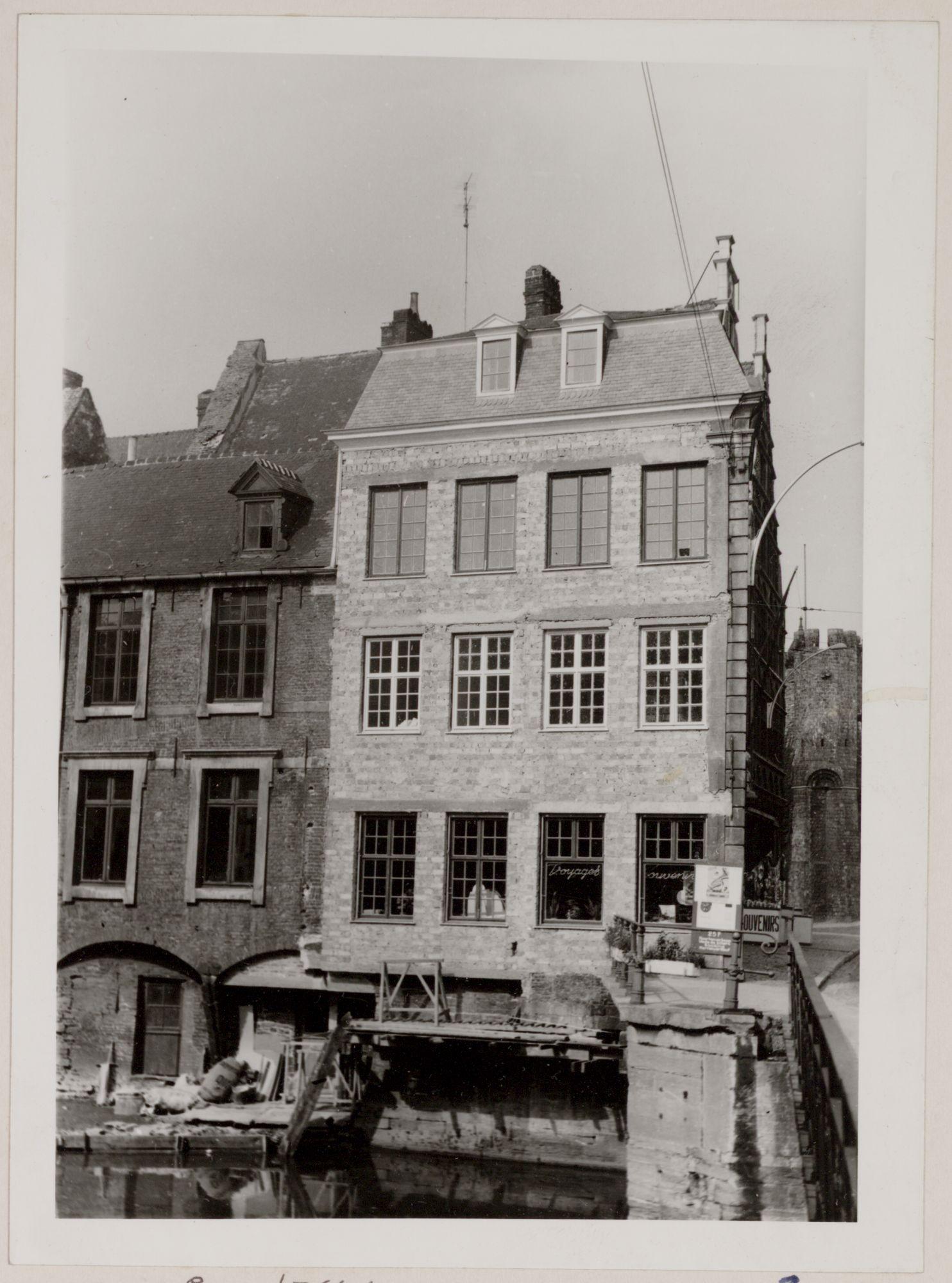 Gent: Leie en achtergevels van huizen hoek Groentenmarkt en Vleeshuisbrug