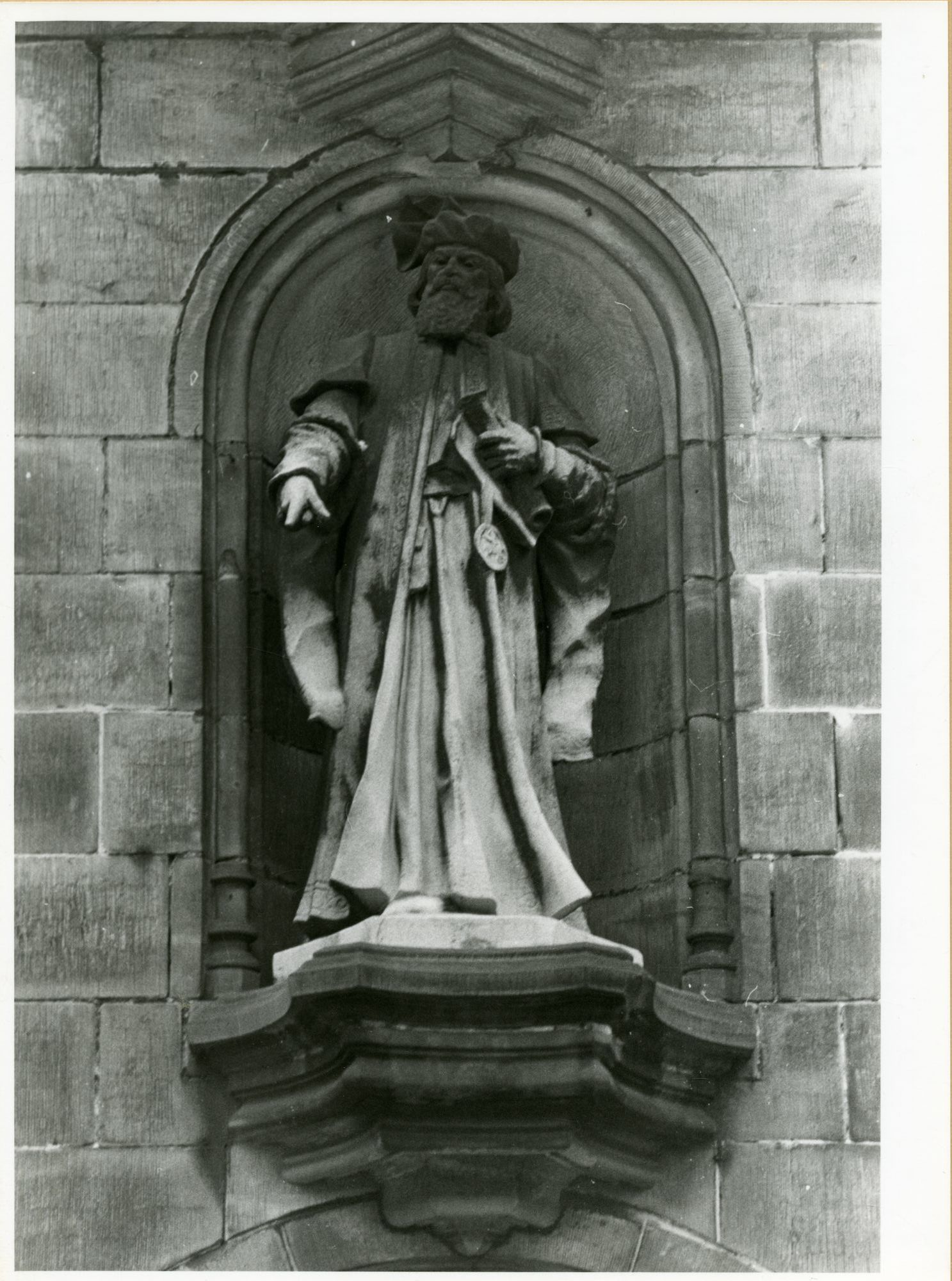 Gent: Belfortstraat 2: nis met beeld: Jacob van Artevelde