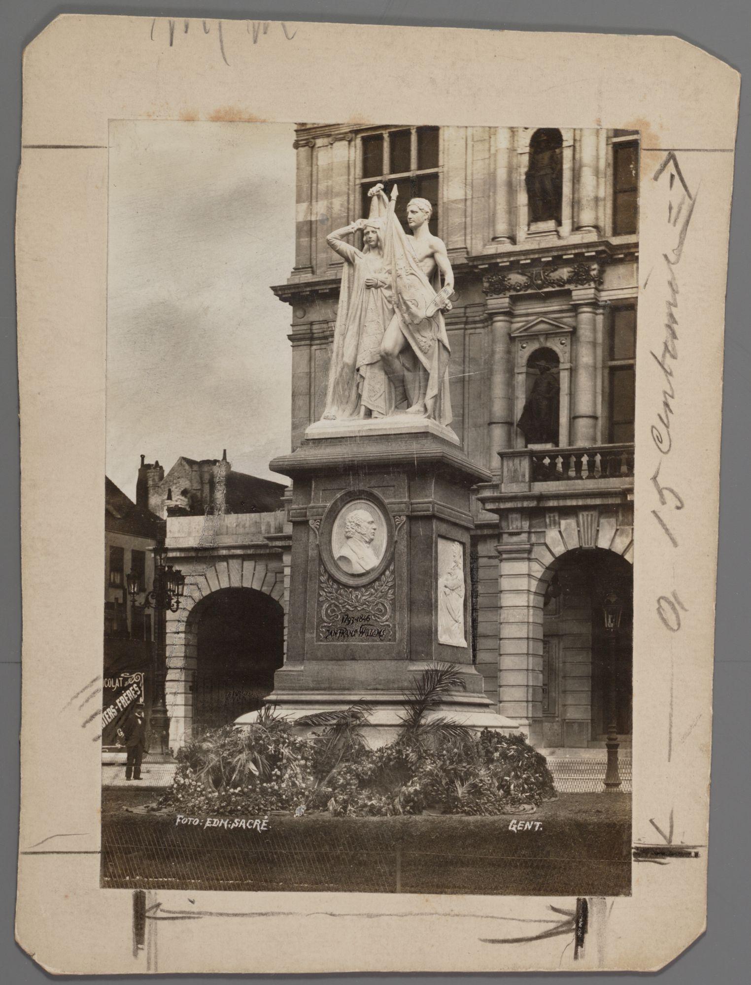 Gent: Standbeeld van Jan Frans Willems (1793-1846), Sint-Baafsplein