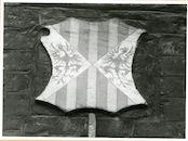 Gent: Hoogpoort: St-Jorishof: Cartouche: wapenschild van Sicilië, 1979