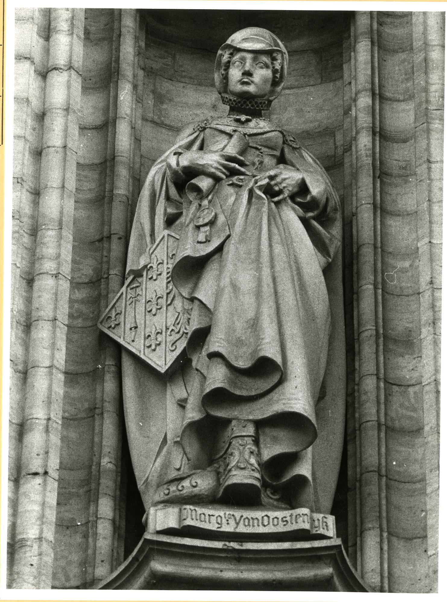 Gent: Botermarkt: stadhuis: nisbeeld: Margeretha van Oostenrijk
