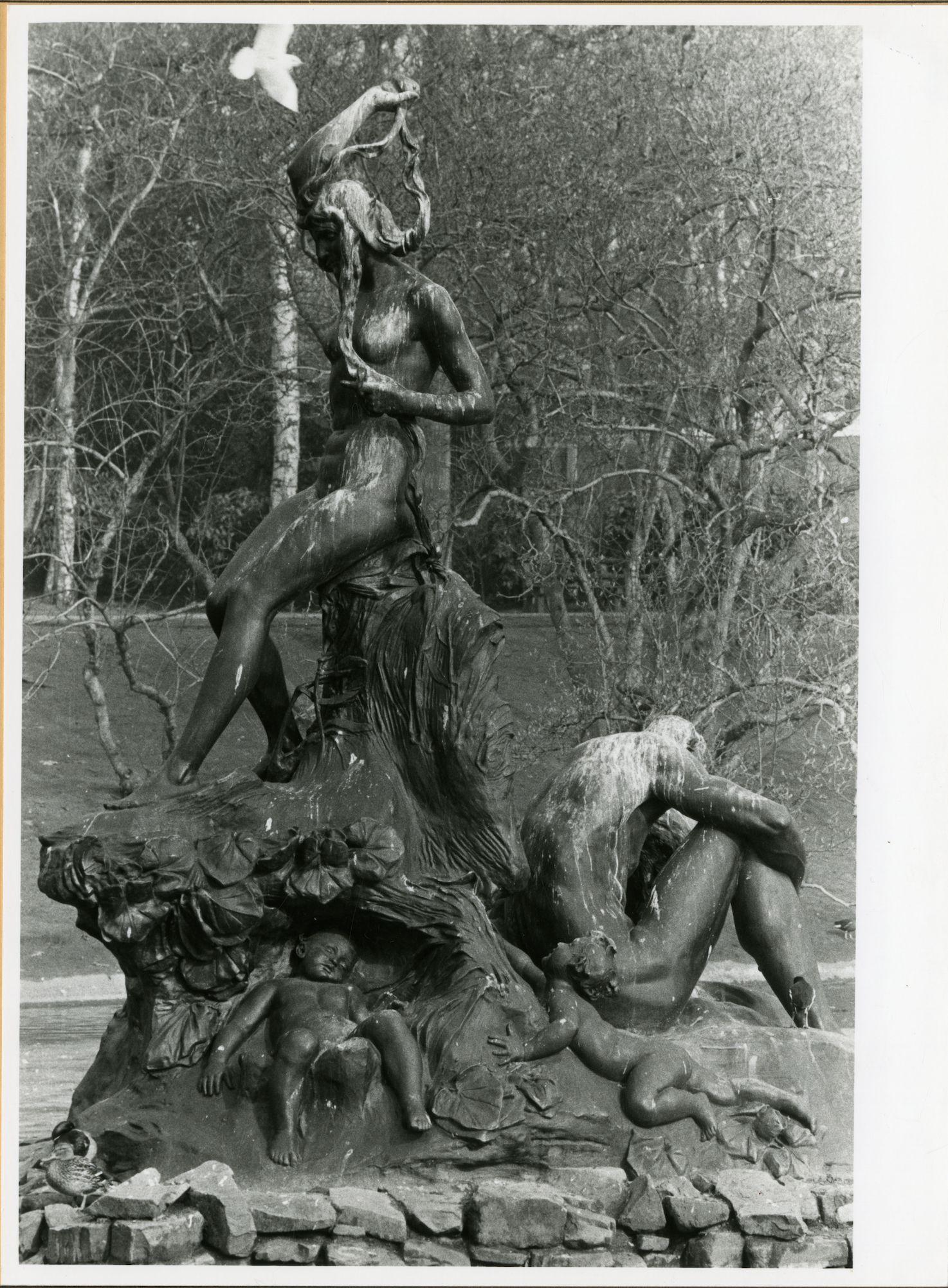 Gent: Citadelpark: beeldhouwwerk: Schelde en Leie, 1979