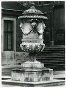 Gent: Sint Pietersplein: Vaas van steen